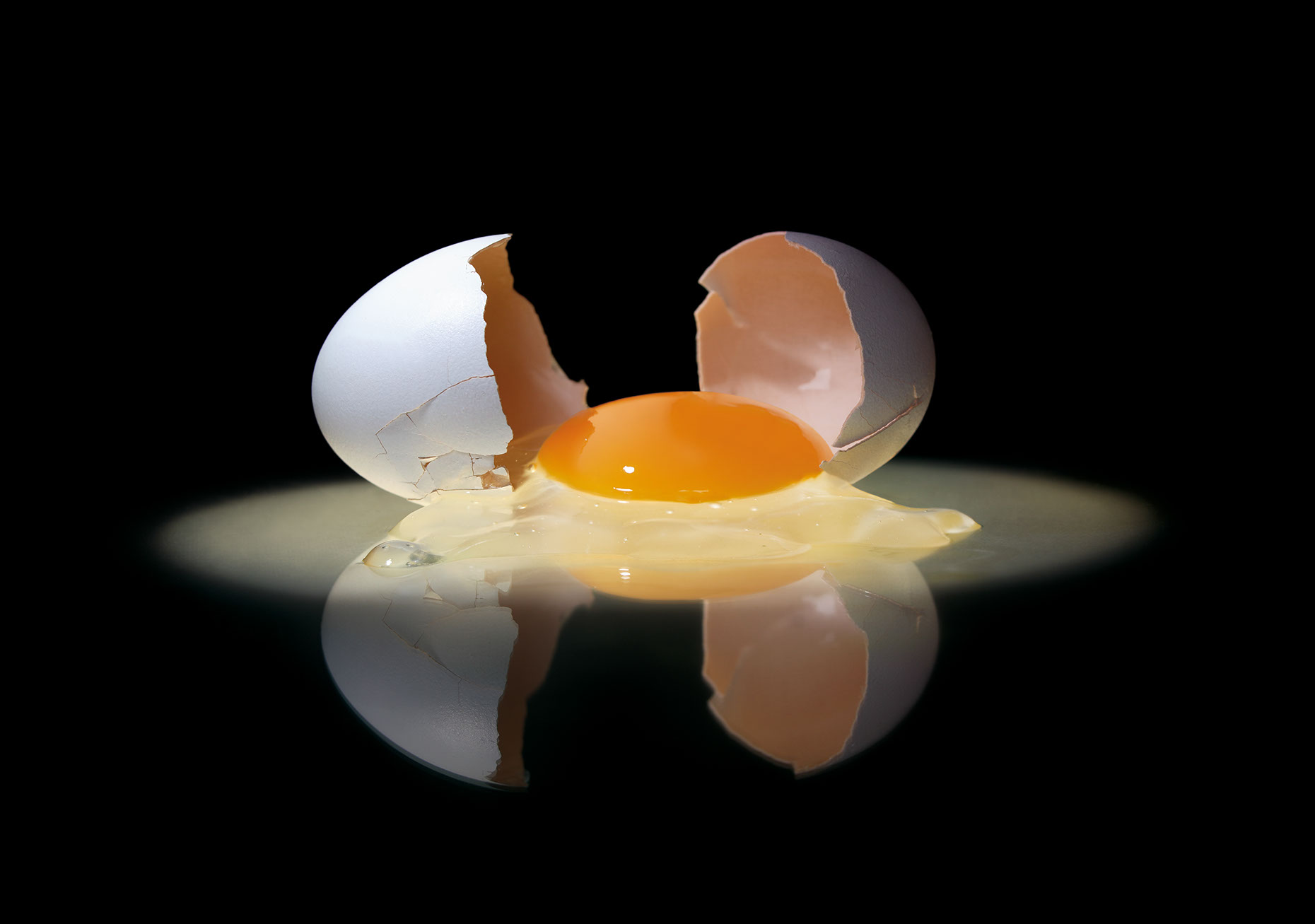 Photo-Imaging_Food_Broken egg-Frank Neidhardt
