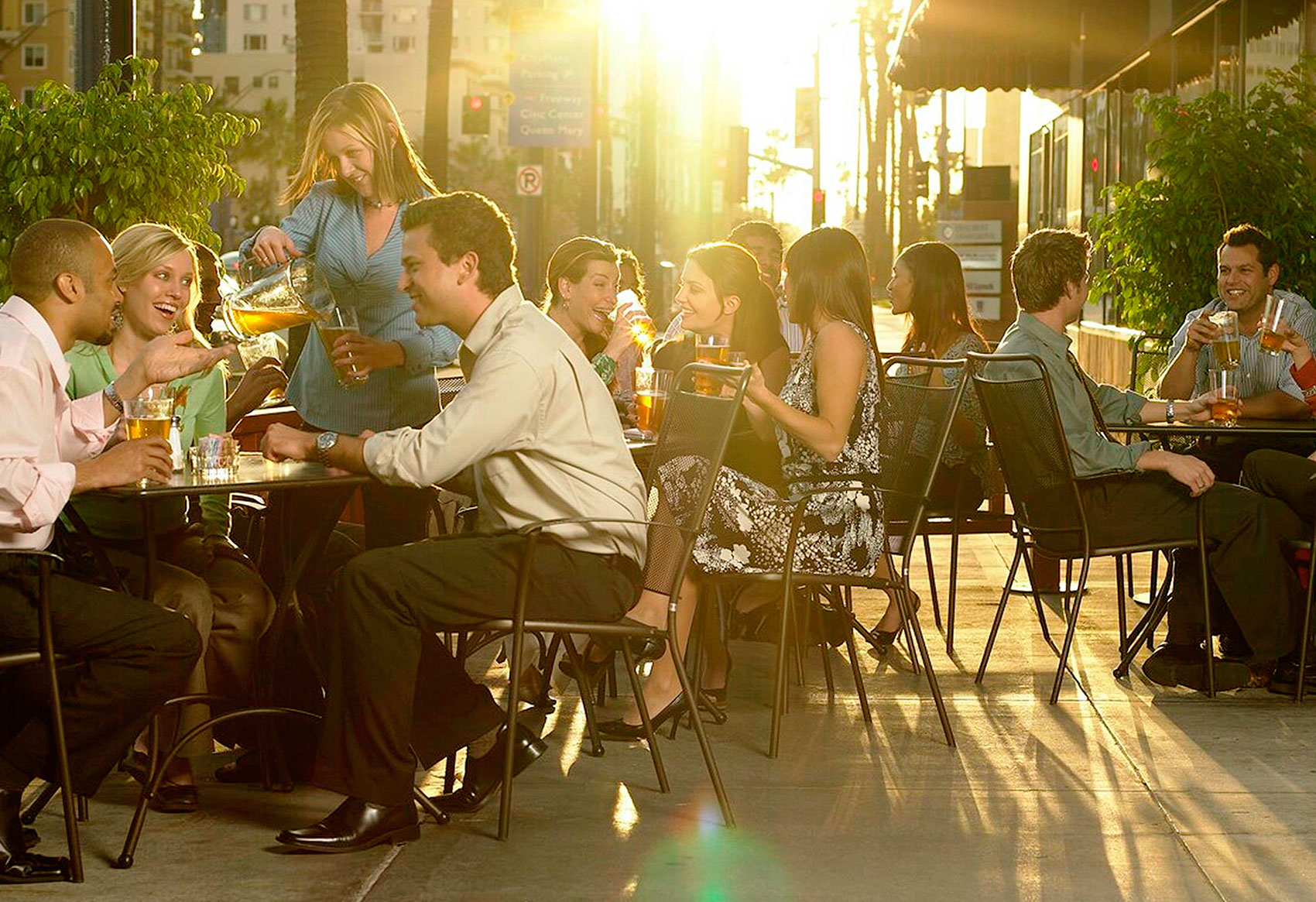 Photography_Lifestyle_Dinner outside-Tony Garcia
