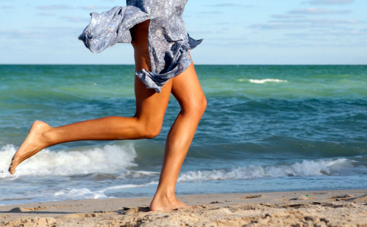 Photography_Lifestyle_Legs Running on Beach with Skirt-Tony Garcia