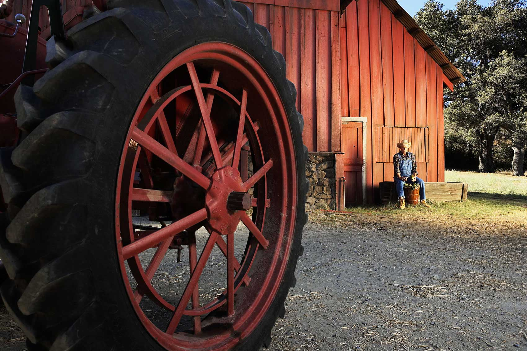 Photography_Lifestyle_Tractor wheel-Tony Garcia
