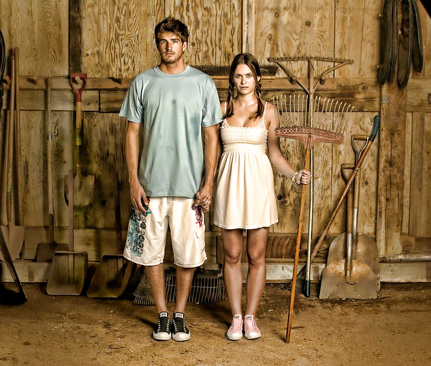 american-gothic-Barn-surf-couple